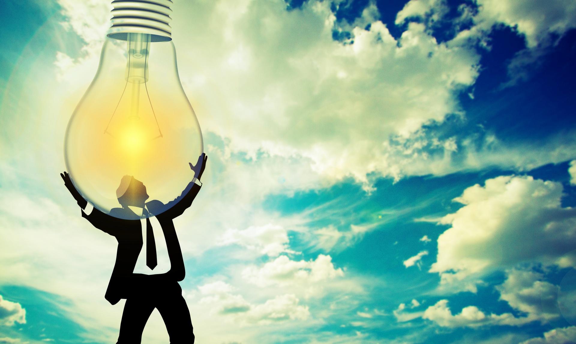 uomo, cielo, energie rinnovabili, sostenibilità.