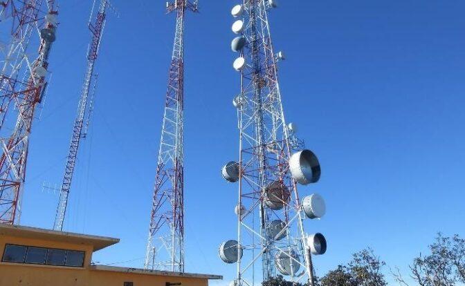Torre de metal Descripción generada automáticamente con confianza baja