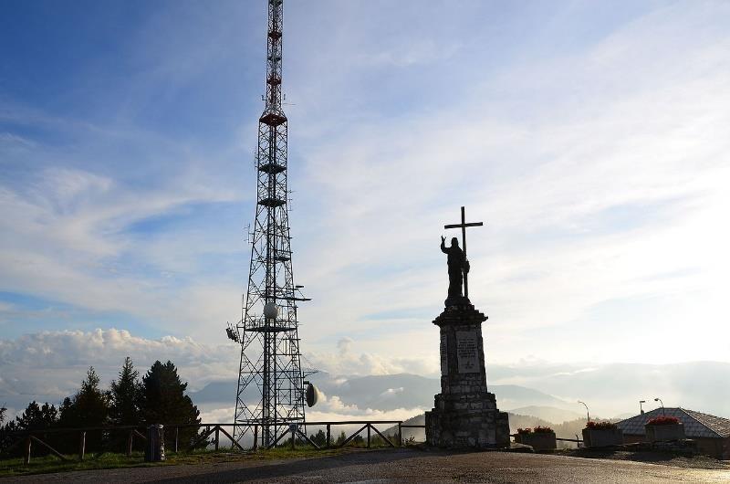 Una torre alta Descripción generada automáticamente